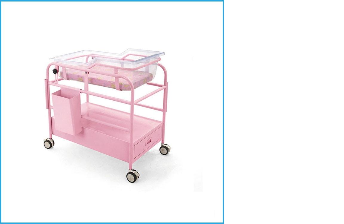 Xe nôi trẻ sơ sinh kèm nệm bọc simili + cây treo dịch truyền và có hộc tủ nhỏ bên dưỡi để chứa đồ